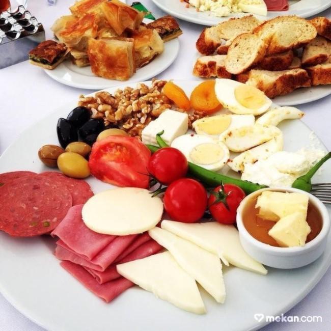 İstanbul'da Boğaz'da Kahvaltı Yapabileceğiniz Yerler Lacivert