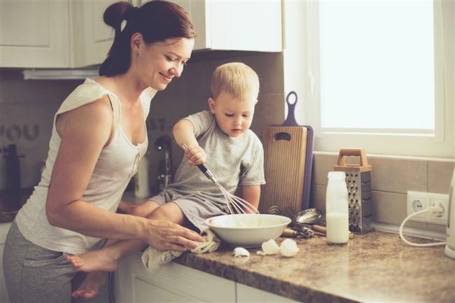 Anne-Çocuk-Mutfak