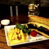 Salam, kaşar peynir, iceberg, domates salatalık, parmak patates