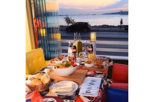 Salacak'ta Boğaza Nazır, Kız Kulesi Manzarası Eşliğinde Balık Ziyafeti! Hollywoodcity'de Levrek veya Çipura Menü
