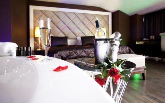 Gayrettepe Taba Luxury Suites & Hotel'in Deluxe, Suite veya Vip Odalarında 2 Kişi 1 Gece Kahvaltı Dahil Konaklama ve Spa Keyfi 189 TL