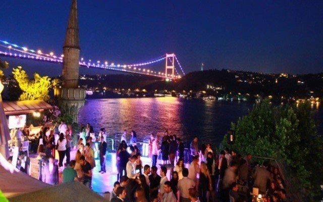 Rumeli Hisarı Seyir Terrace Agora Meyhanesi'nde Muhteşem Eğlence