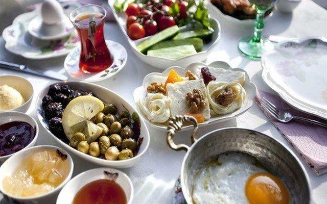 Beylerbeyi Marina Balık'ta Sınırsız Çay Eşliğinde 2 Kişilik Serpme Kahvaltı Sınırsız Çay Eşliğinde 2 Kişilik Serpme Kahvaltı