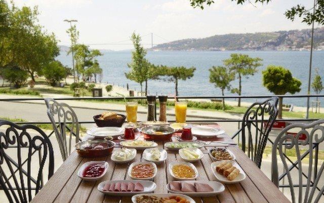 Üsküdar The Chef's'te Boğaz Manzarası Eşliğinde 2 Kişilik Nefis Serpme Kahvaltı Keyfi