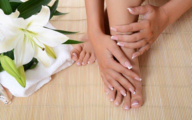 Kronos Kuaför'de Bakımlı Eller ve Bakımlı Ayaklar İçin Güzellik Paketi